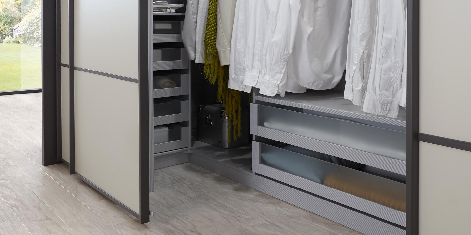 schwebet renschrank begehbar swalif. Black Bedroom Furniture Sets. Home Design Ideas