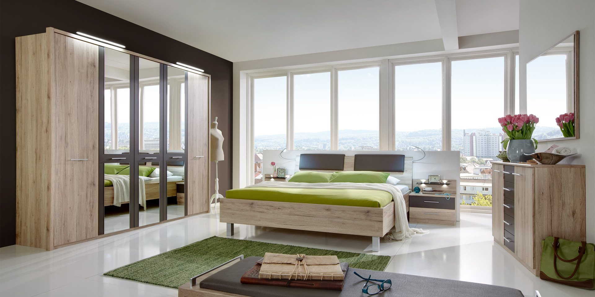Schlafzimmer bild modern: modernes schlafzimmer mit lederbett ...